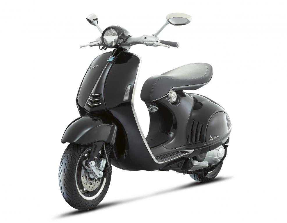 Vespa 946 była prezentowana na ostatnim salonie motocyklowym w Mediolanie, gdzie stała się jedną z gwiazd wydarzenia. fot. Materiały prasowe