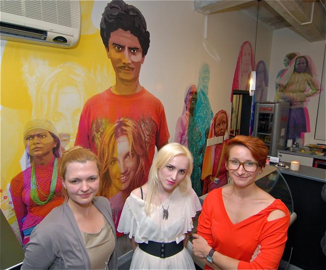 Od lewej: AgnieszkaJagiełło, siostra Łukasza Jaworskiego, graficzka Sabina Dudziak i Ewa Trzcionka, założycielka Presso i wydawca designalive.pl. fot. Wojciech Trzcionka