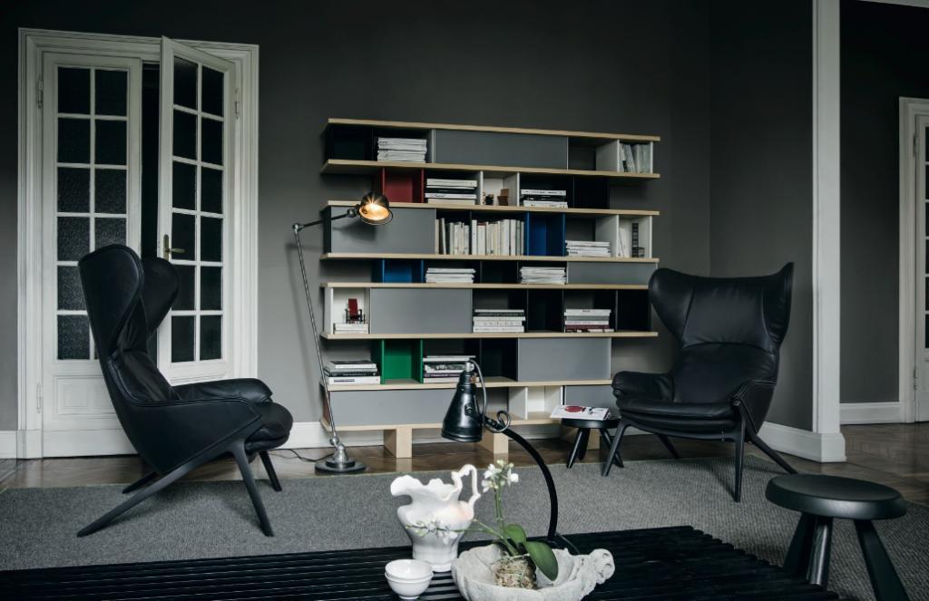 Fotel nawiązuje do klasycznych wzorów, utrzymanych w duchu