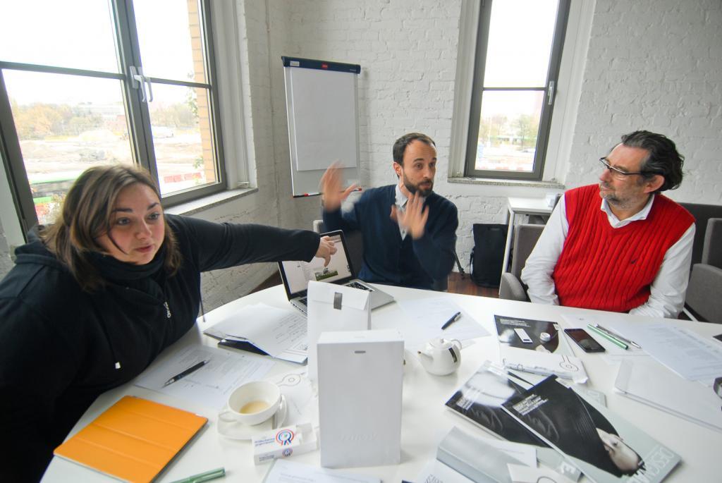 Dyskusja była bardzo zawzięta. Od lewej: Zuzanna Skalska, Ake Rudolf i Piotr Voelkel. fot. Wojciech Trzcionka