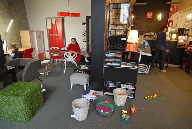 Żywa galeria designu stara się gromadzić dobry polski design, który mogą wypróbować podczas towarzyskiego spotkania w Klubokawiarni Presso. fot. Wojciech Trzcionka