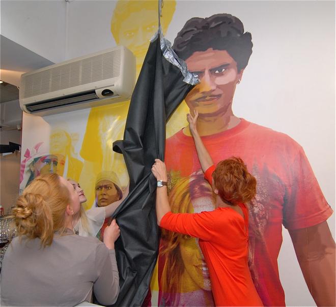 Projekt grafiki Face powstawał przez kilkanaście tygodni, po raz pierwszy goście kawiarni mieli szansę zobaczyć ją w minioną sobotę. fot. Wojciech Trzcionka