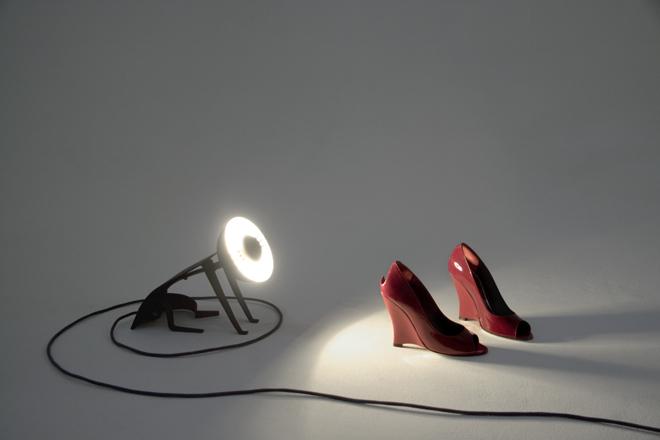 Lampa ma tylko jeden mankament - aby kotek nie świecił nam prosto w oczy, trzeba go ustawić