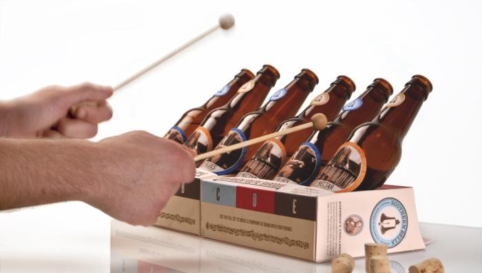 Każdy piwny zestaw ma dwie pałeczki, którymi można wybijać dźwięki na szkle. fot. ARC