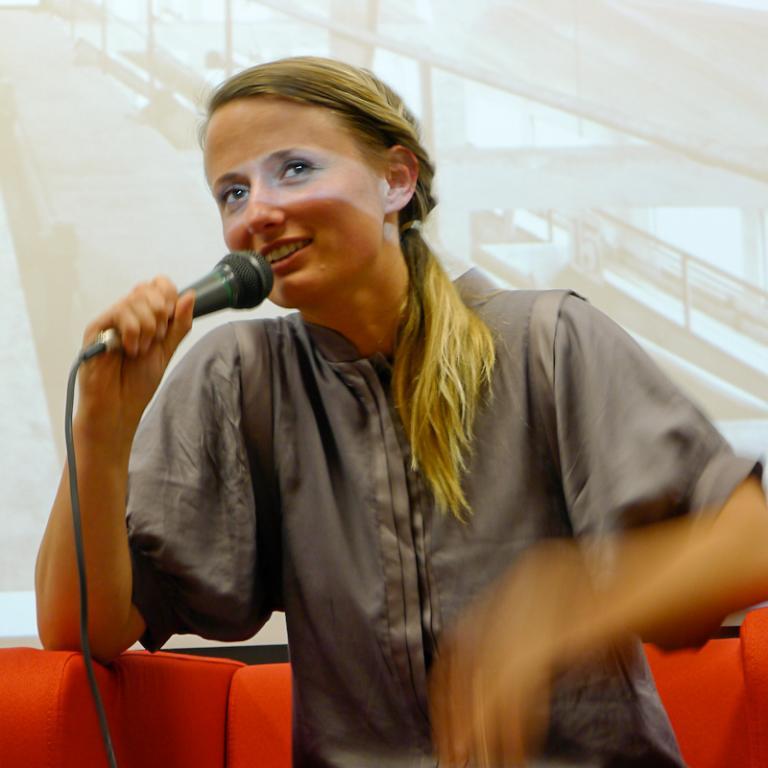 Z wykładem wystąpiła m.in. Matylda Krzykowski (na zdjęciu), projektantka polskiego pochodzenia mieszkająca w Holandii. fot. Wojciech Trzcionka
