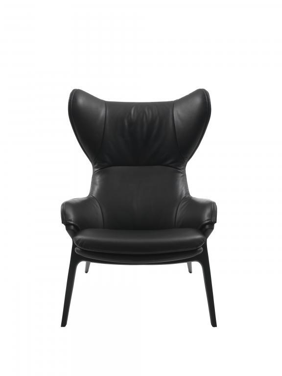 Podstawą fotela P22 jest geometryczna konstrukcja z aluminiowych nóg. fot. Materiały prasowe