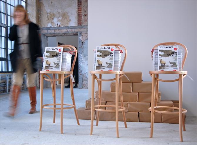 Premiera magazynu odbyła się podczas Łódź Design Festiwalu. Wydawnictwo prezentowaliśmy na stoisku, które w kultowe hokery A-1840 Michaela Thoneta wyposażył Paged Meble. fot. Wojciech Trzcionka