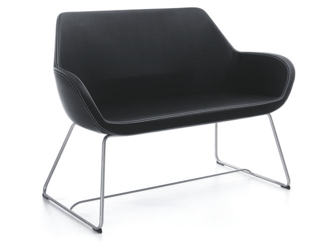 Niebanalny fotel Piotra Kuchcińskiego