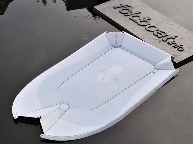 Łódka Foldboat wykonana jest z jednego, elastycznego i odpowiednio naciętego arkusza tworzywa sztucznego. fot. Wojciech Trzcionka