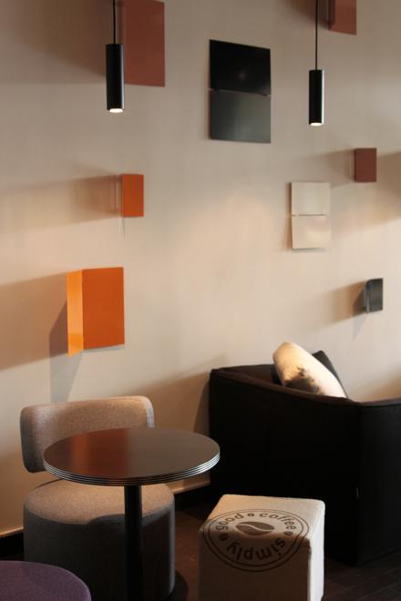 - Naszą ambicją jest stworzenie nowej wartości na rynku kawiarni poprzez połączenie zarówno wysokiej jakości produktów z nowoczesnym designem - wyjaśnia Krzysztof Kaliciński, dyrektor generalny Empik cafe. fot. Materiały prasowe