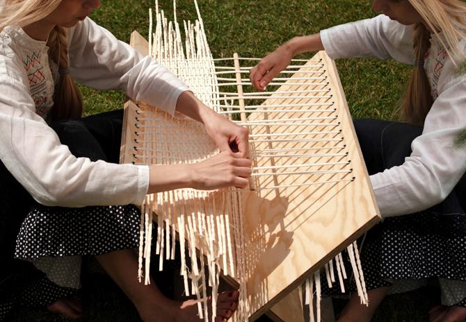 Stolik powstał z ekologicznej sklejki z drewna brzozowego bądź sosnowego. fot. Materiały prasowe