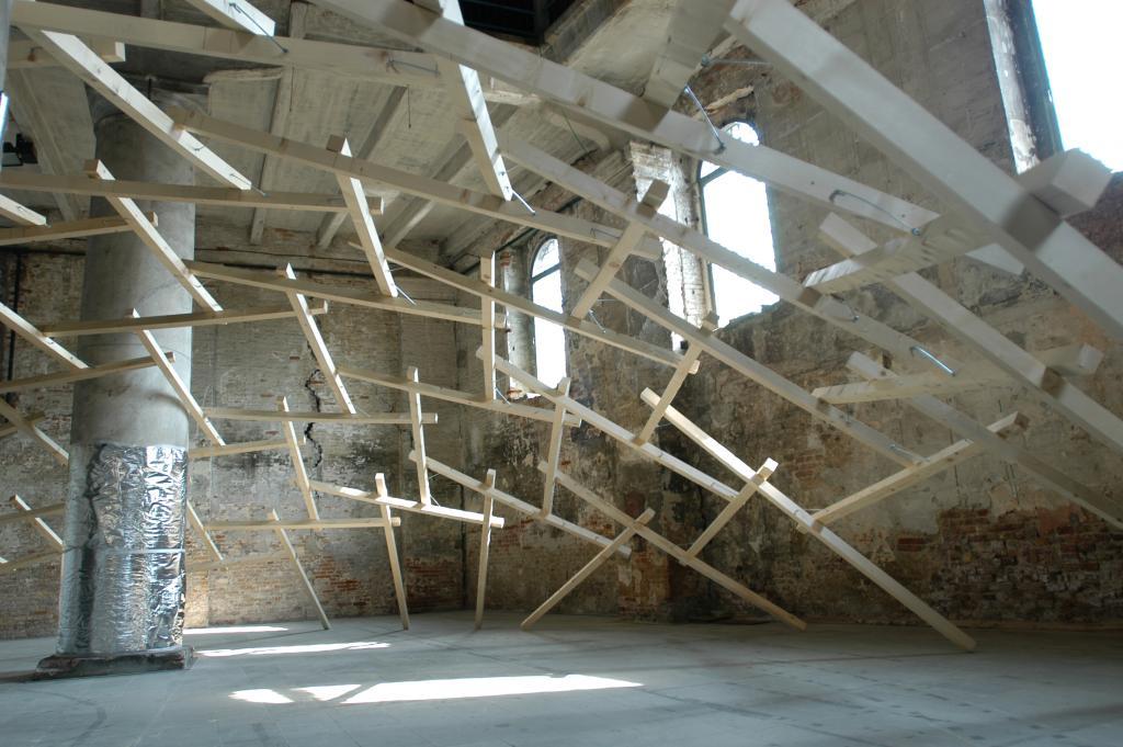 Decay of a Dome Exhibit, 2010, Wenecja. Fot. Lu Wenyu