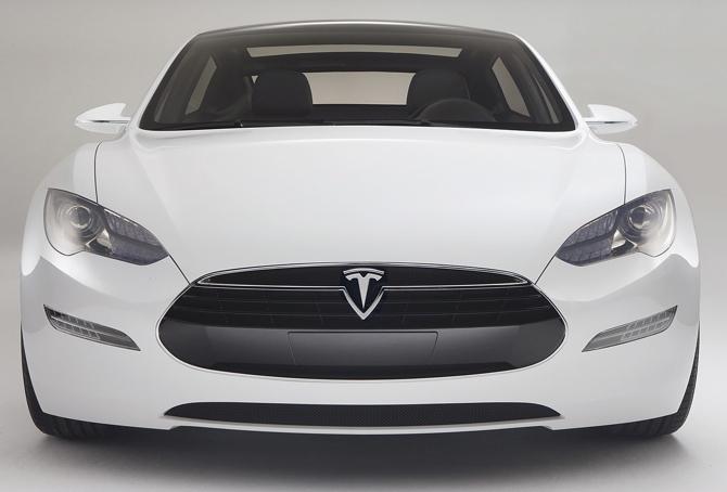 Elektryczna Tesla na ulicach