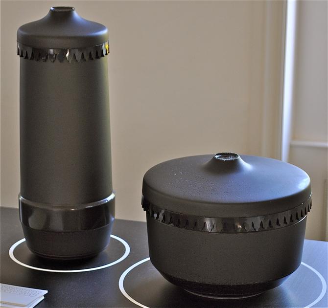 Urny z gumy można było zobaczyć we wrześniu podczas London Design Festival. fot. Wojciech Trzcionka