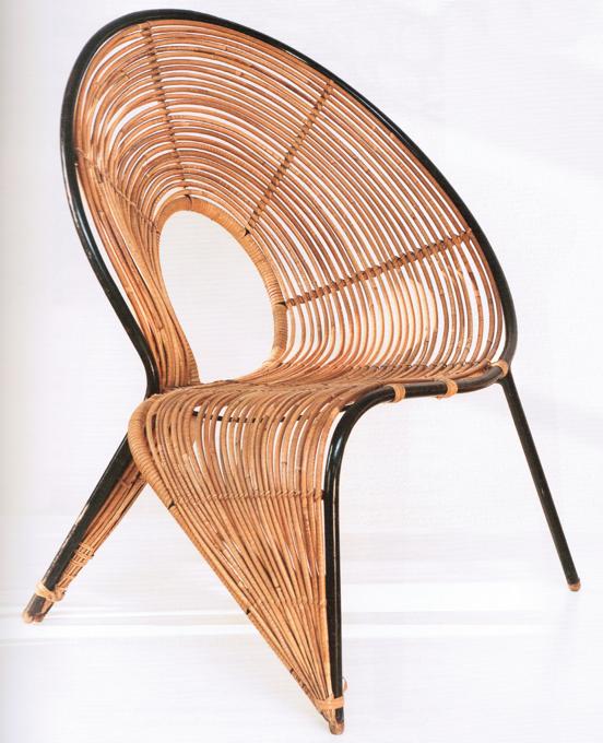 Fotel z kolekcji Ślimaki (lata 60. bądź 70.). fot. Out of the Ordinary