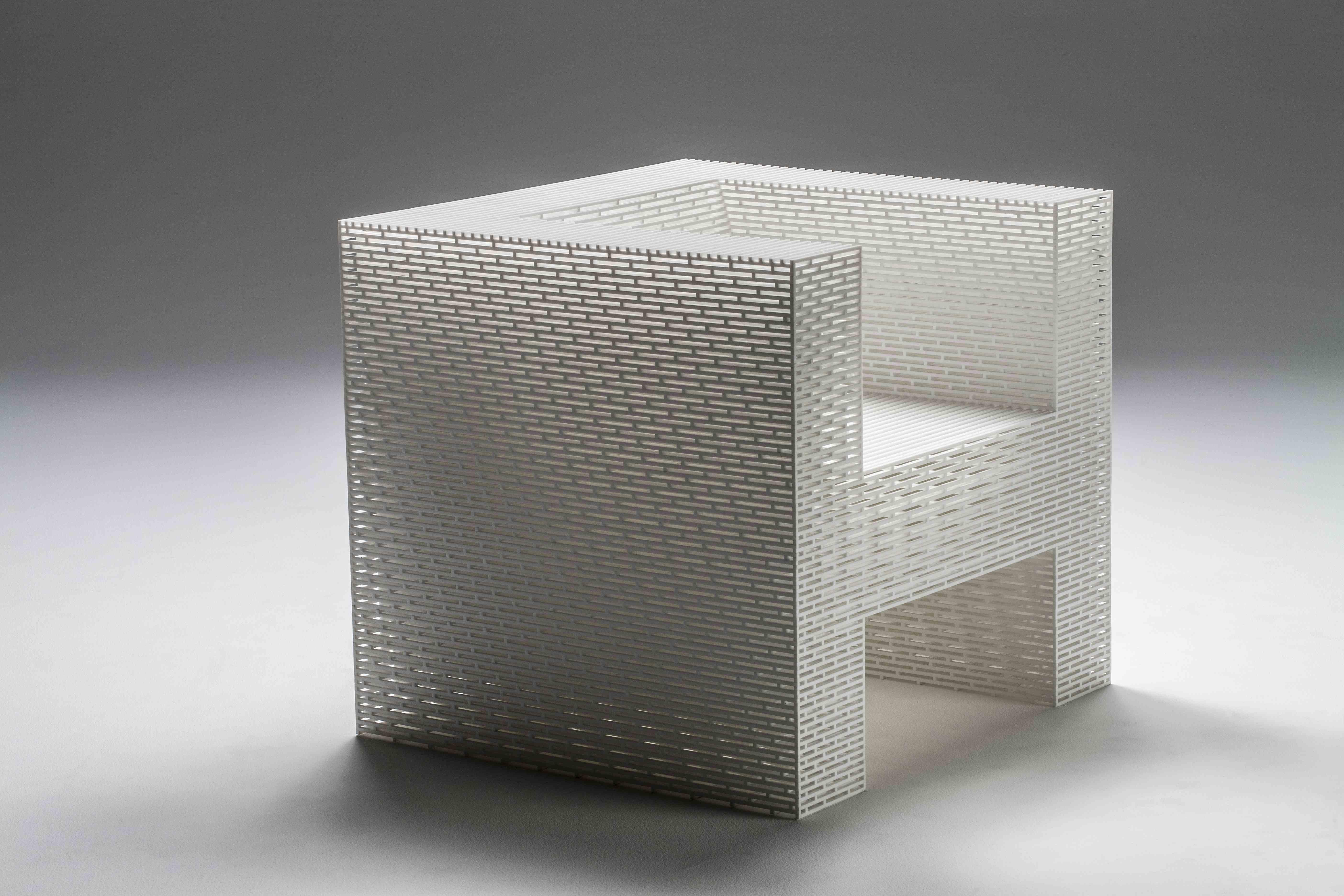 Fotel z 2 450 fragment?w akrylu