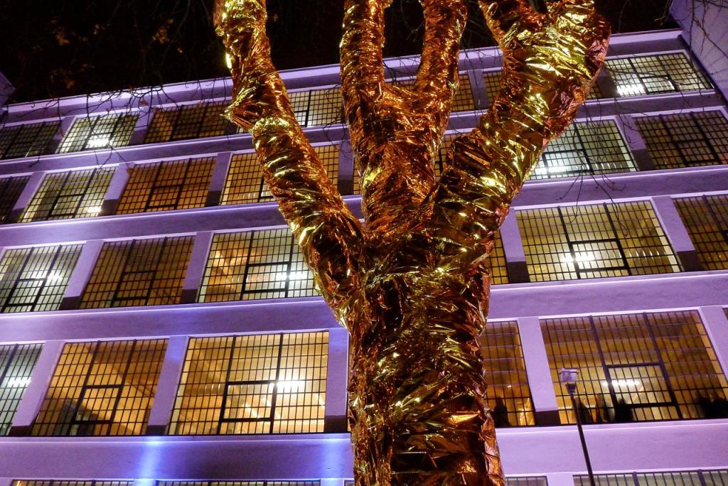 Centrum festiwalowe mieści się przy ul. Targowej 35. Aranżację przestrzeni przygotowała pracownia Medusa Group. fot. Wojciech Trzcionka