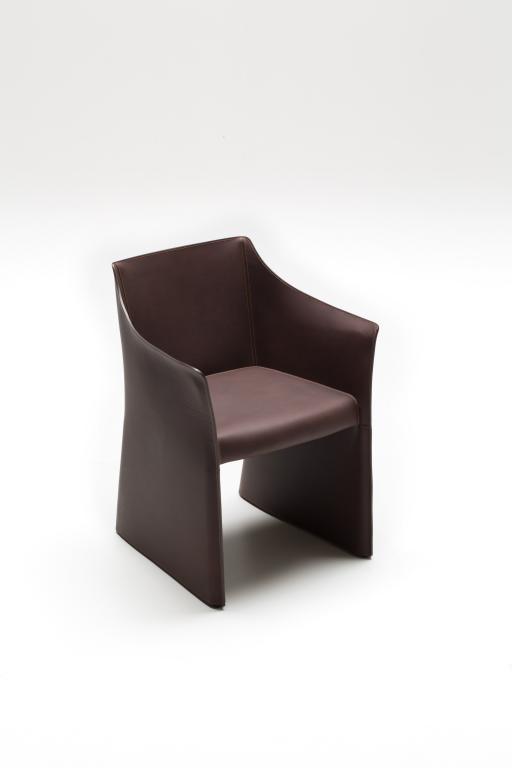 Cap Chair to już kolejny projekt Morrisona dla Cappelliniego. fot. Materiały prasowe