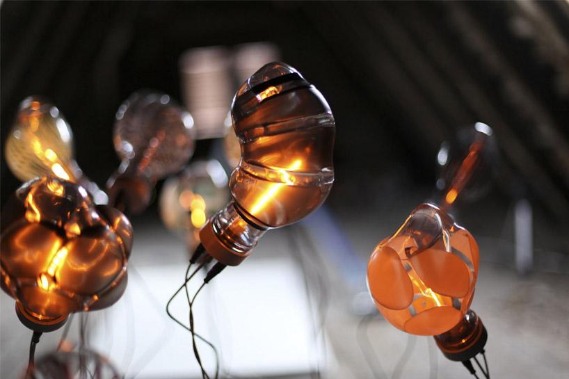 Rosnące lampy [wideo]