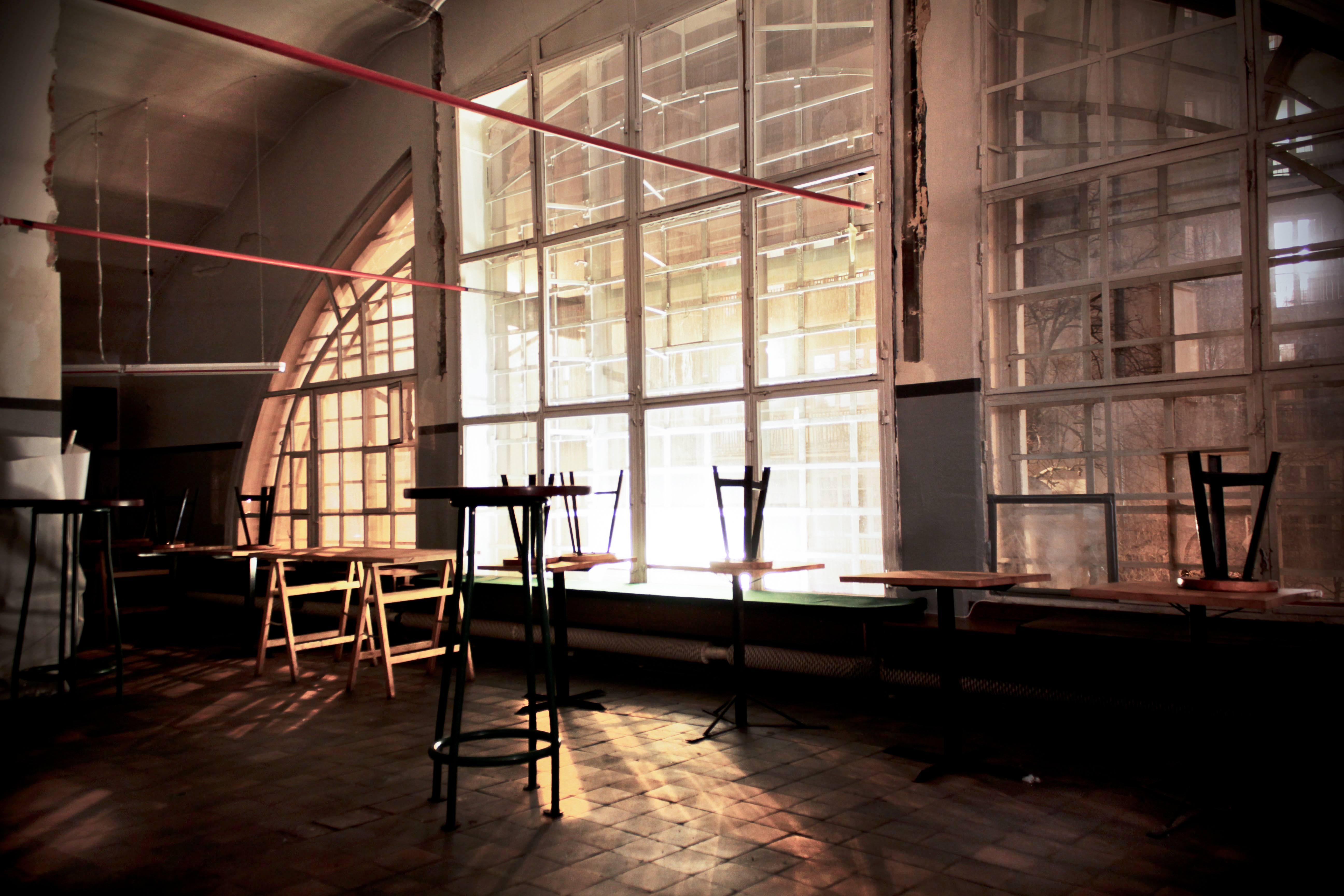 Wieczorem, po zamknięciu bazaru, czynny jest bar serwujący drobne przekąski i drinki. fot. Eliza Ziemińska