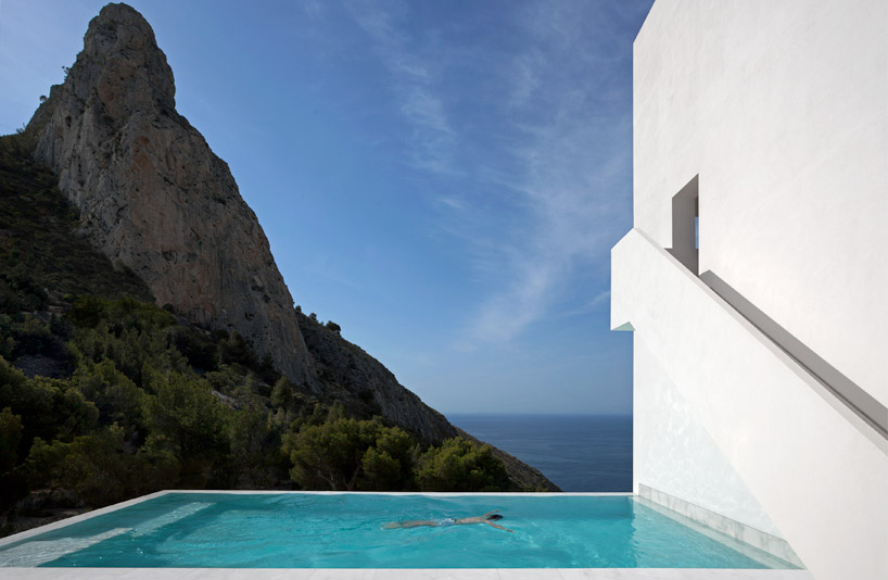 7house_on_the_cliff_alicante_designalive