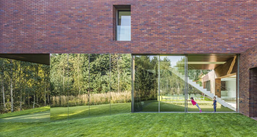 10 najciekawszych dom w jednorodzinnych designalive. Black Bedroom Furniture Sets. Home Design Ideas