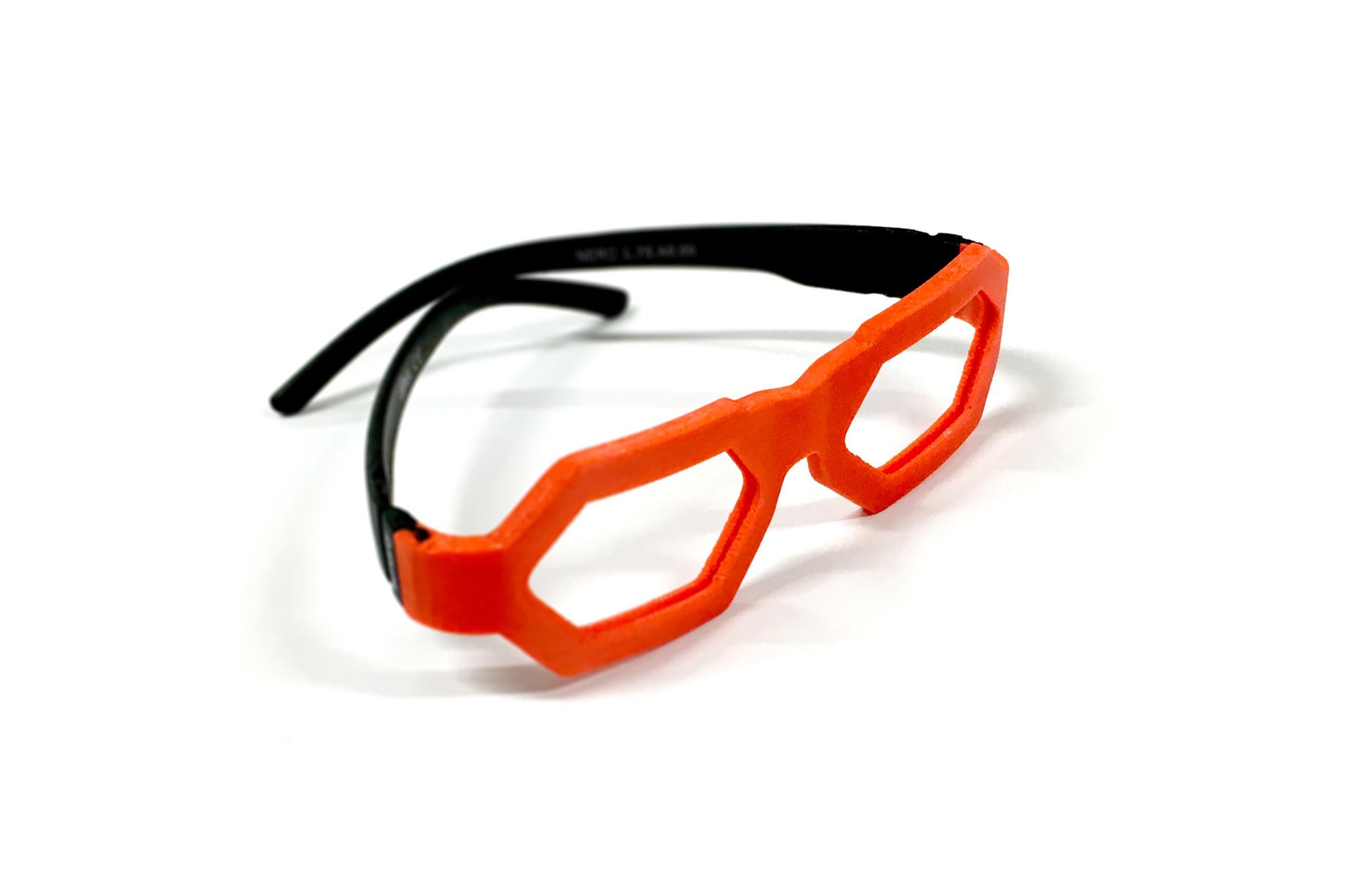 Anton Bulakh proponuje rozwiązanie, w którym oprawki okularów są współprojektowane przez dziecko, a następnie produkowane za pomocą drukarki 3D.