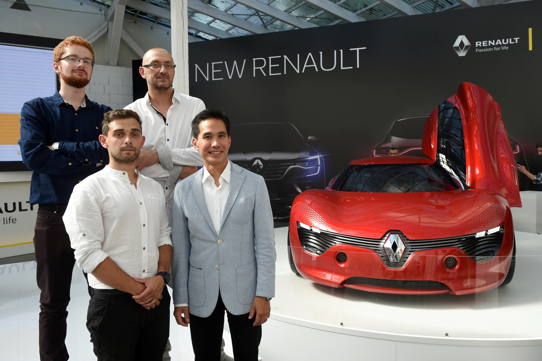 Zwycięska trójka laureatów 'Renault. Passion for Design & Innovation' i Anthony Lo, Dyrektor Designu Zewnętrznego Renault. Renault DeZir.