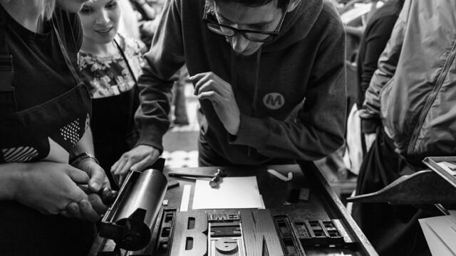"""""""Design Alive"""" i Muzeum Książki Artystycznej zapraszają  na warsztaty druku typograficznego"""