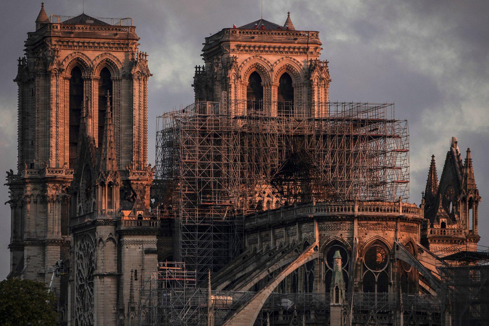 Francja zorganizuje konkurs na projekt nowej wieży dla Notre-Dame. Polacy już planują w nim startować