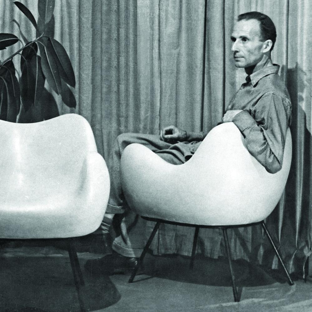 Zdjecie 4 Roman Modzelewski z prototypem fotela RM58