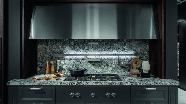 Glacial Platinum od ernestrust. Meble kuchenne, które działają na zmysły