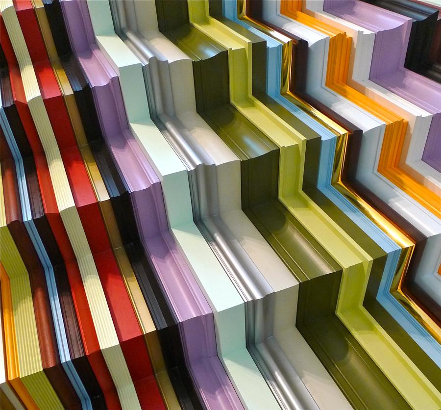 Zimny marmur w kolorowych ramach