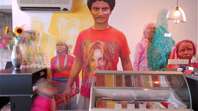 Face: Graficzna dwoistość w żywej galerii designu