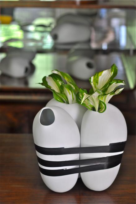 Otoczaki mogą stać pojedynczo, mogą też być spinane taśmą izolacyjną i służyć jako wazon. fot. Wojciech Trzcionka