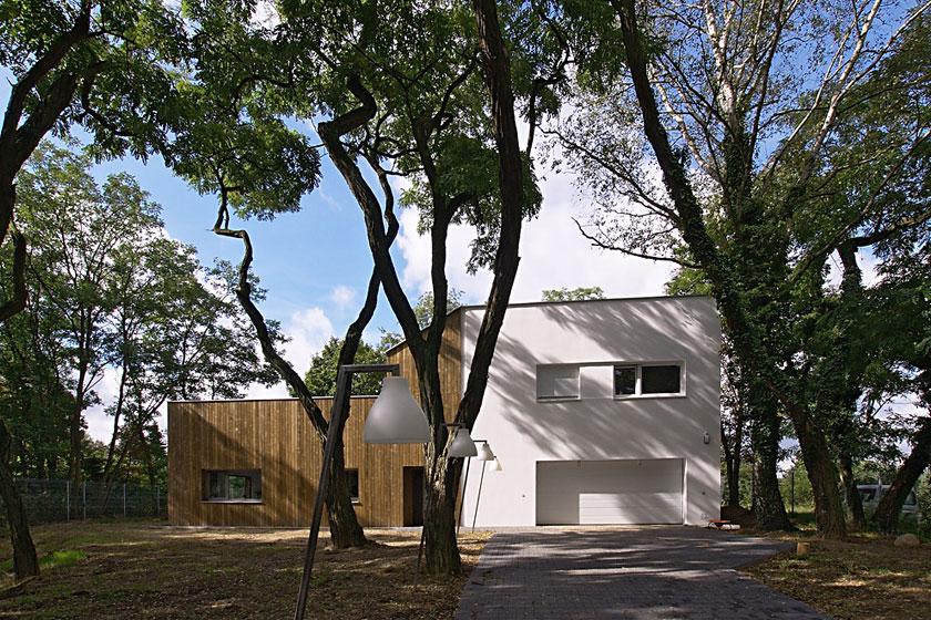 Dom na obrzeżach Poznania został wpisany w istniejące otoczenie. fot. ARC