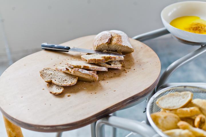 Olej warto próbować z chlebem i bagietkami. fot. Ernest Wińczyk