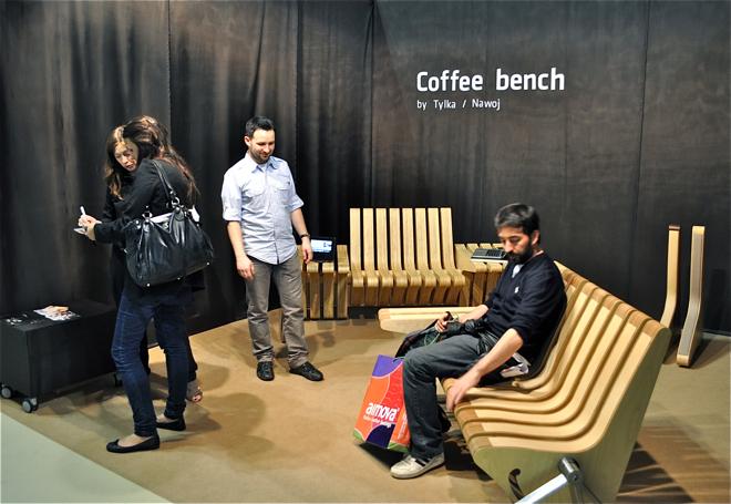 Ławeczka kawowa, zaprojektowana przez poznańskie studio Beyond, podczas iSaloni cieszyła się ogromnym zainteresowaniem. fot. Ewa Trzcionka