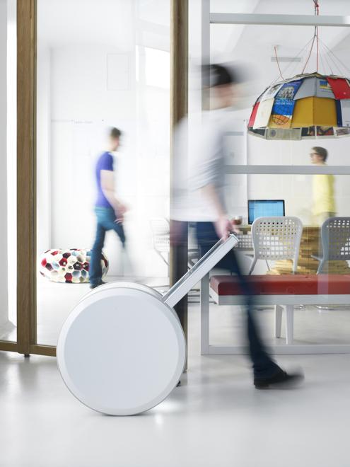 Przenośne urządzenie potrafi zgromadzić energię, która wystarczy nawet na trzy dni normalnego użytkowania. fot. Materiały prasowe