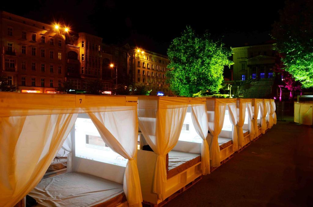 Kino łóżkowe stworzone przez Meble Vox podczas poznańskiego festiwalu Transatlantyk. fot. Materiały prasowe