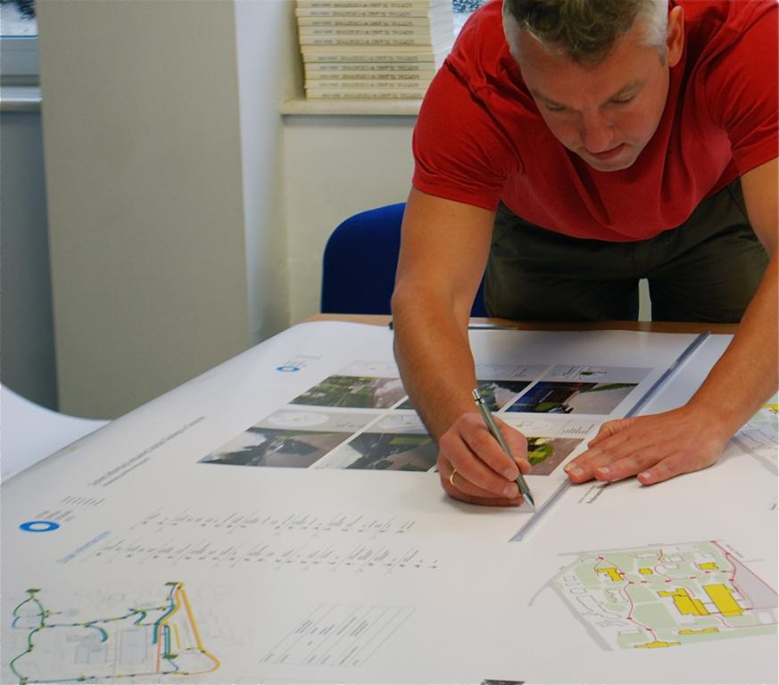 Piotr Sawicki, projektant, który przyjechał na warsztaty ze Szczecina.