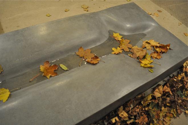 Ivanka Studio stworzyło wzmocniony włóknami betonowy nagrobek See You. fot. Wojciech Trzcionka