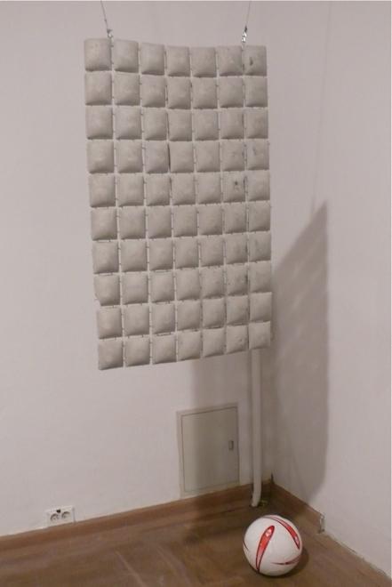 Betonowa zasłonka zaprojektowana przez Grupę Memux.