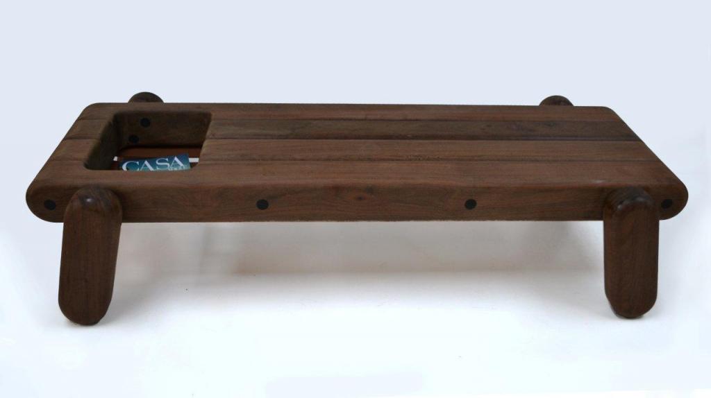 Do przygotowania trzech elementów - fotela, taboretu oraz ławy, wykorzystano drewno z brazylijskich lasów. fot. Materiały prasowe