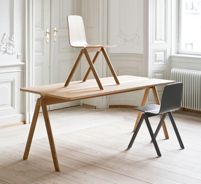 Na kolekcję skladają się krzesła oraz stoły, wykonane z dębu oraz buku. fot. Materiały prasowe