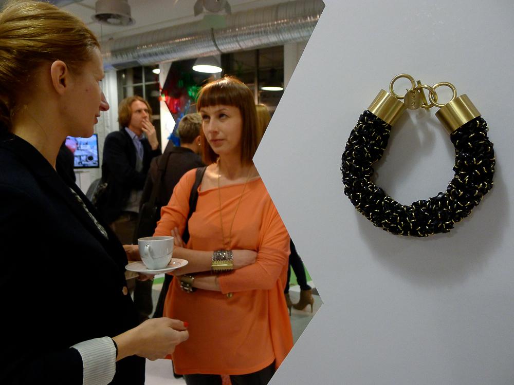 Anna Orska i jej biżuteria. fot. Wojciech Trzcionka