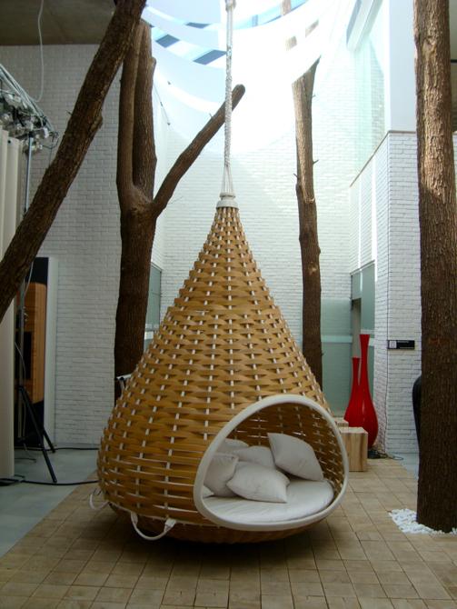 Nestrest - rattanowy kokon marki Dedon to jedno z miejsc przeznaczonych w Dobrotece na relaks. fot. Marcin Mońka