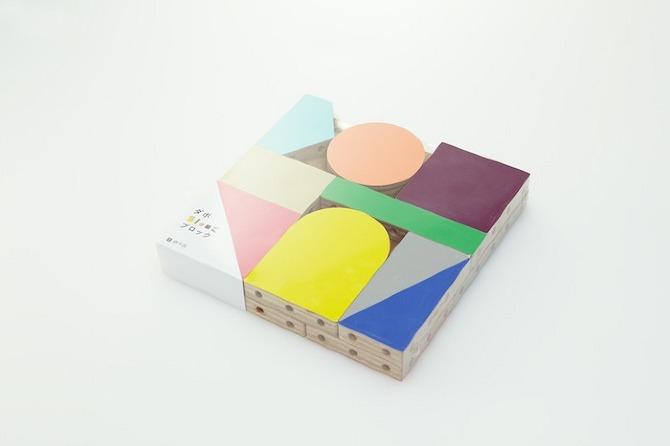 Zestaw tworzą elementy o różnych kształtach i kolorach. fot. Akihiro Ito