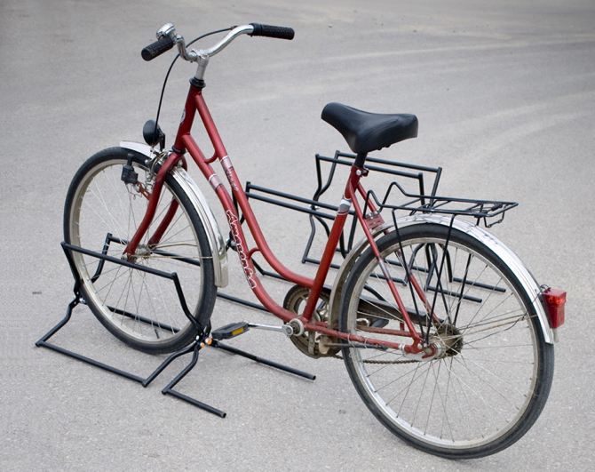 Stojak na rower Pająk projektu Aze Design. fot. Paweł Heppner