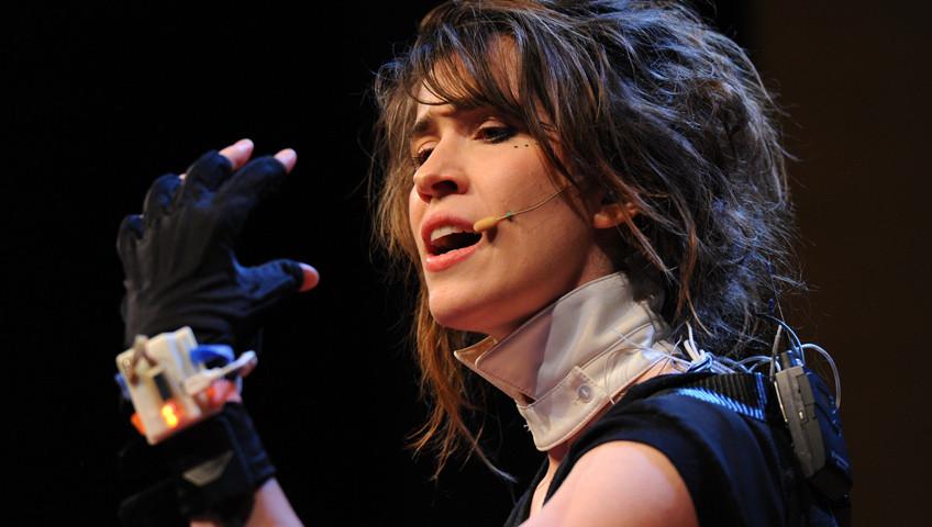 Dźwiękowe rękawiczki – rewolucja na scenie?